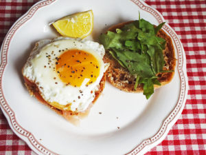 fried_eggs_with_salmon_muffins
