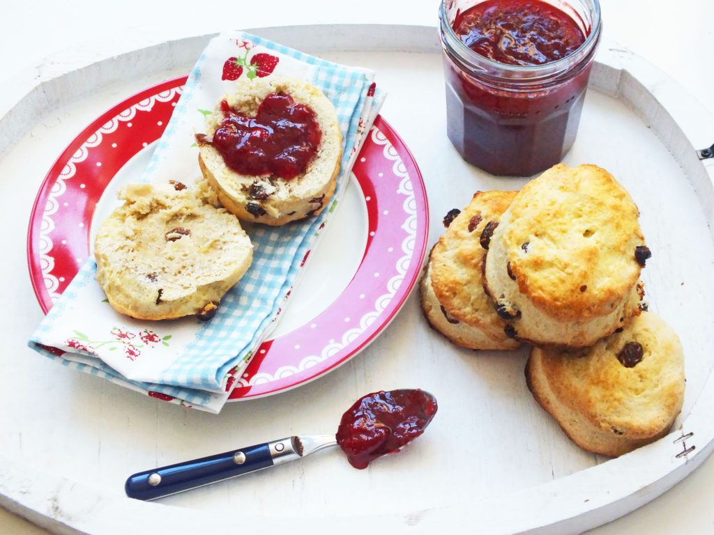 exberliner_strawberry_jam_scones