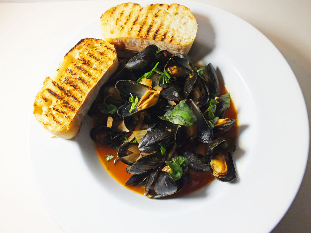 exberliner_mussels_tomato_basil