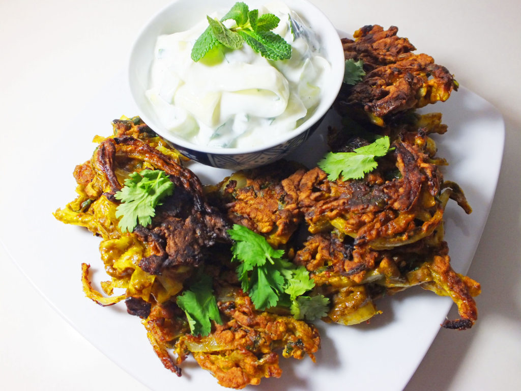 exberliner_onion_bhajis_cucumber_raita